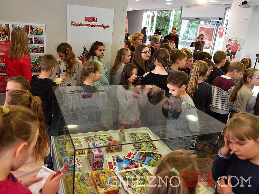 """Wystawa """"Kajko i Kokosz – Komiksowa archeologia"""" w Gnieźnie."""